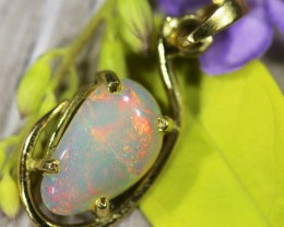 Crystal Opal Set in 18K Yellow Gold Pendant SU666