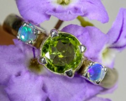 6.5 SIZE PERIDOT AND SOLID CRYSTAL SILVER RING-[SOJ6326]