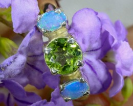 6.5 SIZE PERIDOT AND SOLID CRYSTAL SILVER RING-[SOJ6328]
