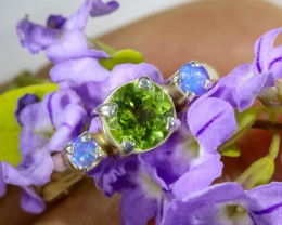 6.5 SIZE PERIDOT AND SOLID CRYSTAL SILVER RING-[SOJ6338]