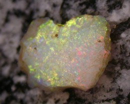 10.2ct HIGH QUALITY BRAZILIAN CRYSTAL OPAL ROUGH CLEAN AND WITH NO CRACKS O