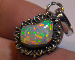 14.99ct STERLING SILVER PENDANT WITH BRIGHT BLUE WELO OPAL