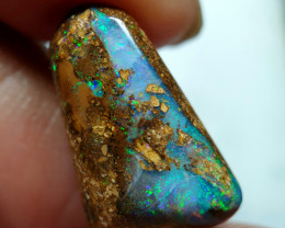 9 cts Boulder Pipe Crystal Opal B143