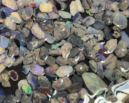 PLENTY OF COLOURS; 1000 CTs of Beautiful Lightning Ridge Opals, #979