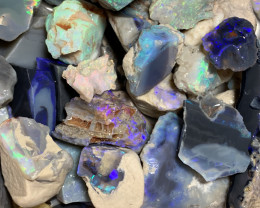 ROUGH MATERIAL; 700 CTs of Lightning Ridge Rough Opal #1352