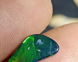 Lovely green lightning Ridge Opal doublet Eny-142