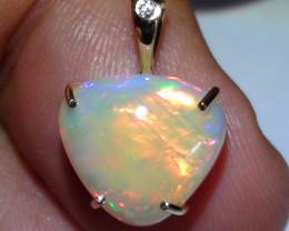 8.30 ct Stunning 14K Gold Diamond Natural Gem Rainbow Color Welo Pendant