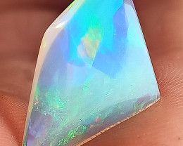 Amazing colors and patterns 3.4 Carats trasparent Blue base