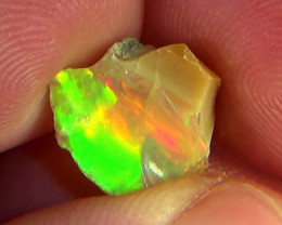 3.95 cts Ethiopian Welo FLASH rough crystal opal N9 4,5/5