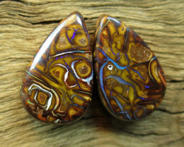 28cts. QUEENSLAND OPAL~PATTERN PAIR.