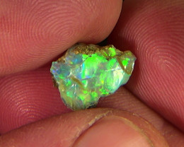 2.90 cts Ethiopian Welo FLASH rough crystal opal N9 4,5/5