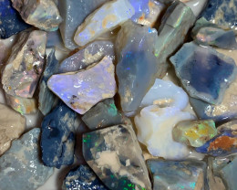 320 CTs of Crystal/Black Opal Rough