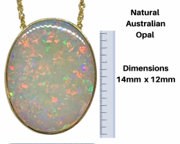 Natural Australian Oval Opal Gold Pendant and Gold Chain 18kt / 750 Gold