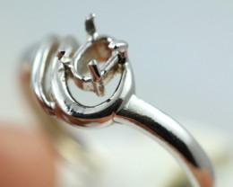 1.9872 grams White Gold 18k  gold Ring size6   NA 554