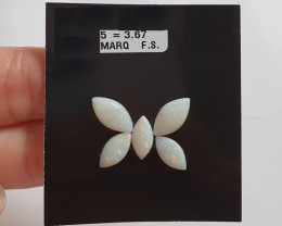 3.67 cts Opala sólida forma navete