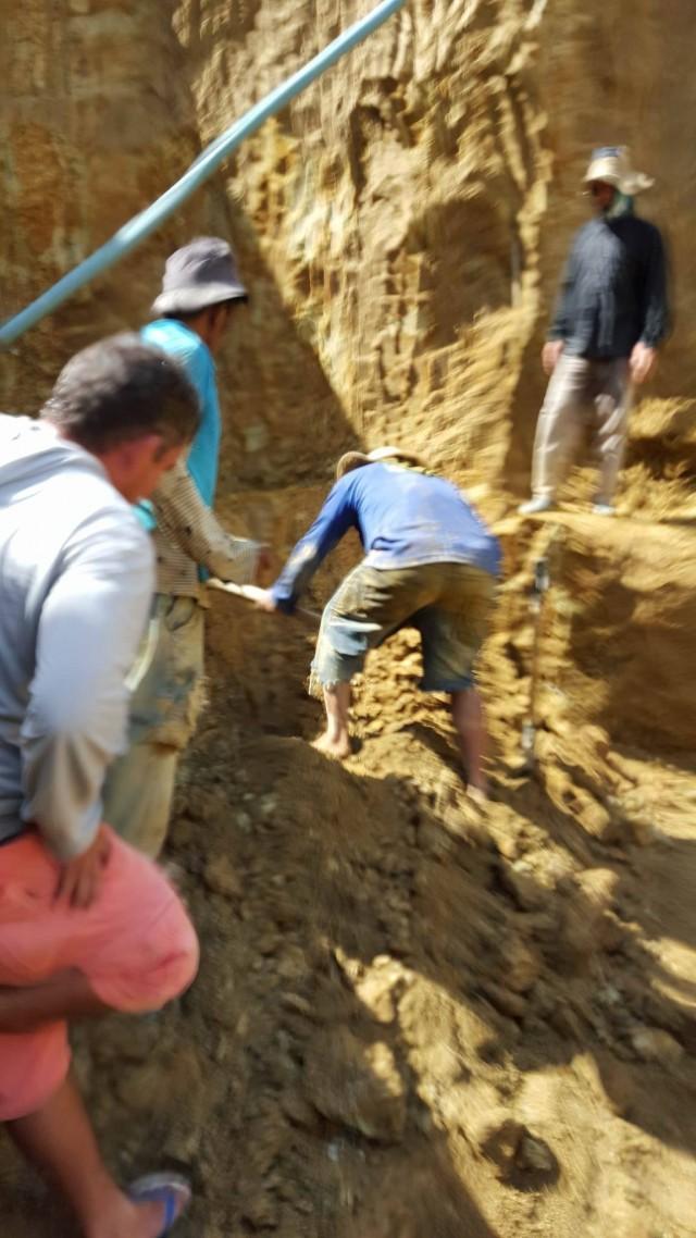 brazil opal miners in hole