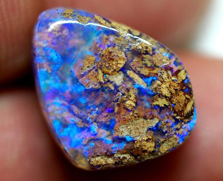 Pipe boulder opal