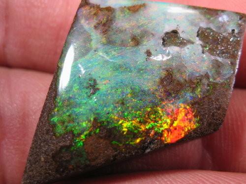 YOWAHOPALS*30.60ct Free Shipping ? -Bright Boulder Opal