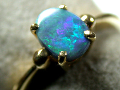 GREEN FLASH BLACK OPAL RING 18K GOLD SIZE 5.5  SCA 720