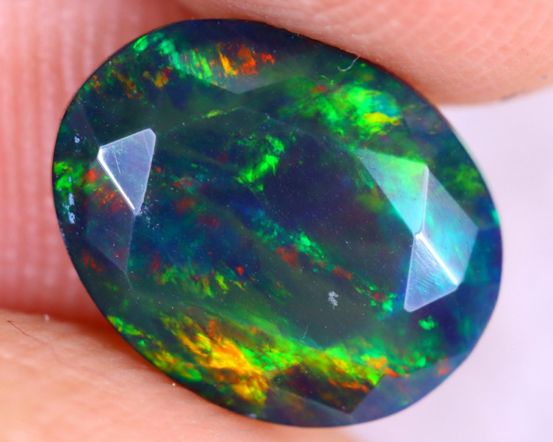 1.43cts Natural Ethiopian Faceted Smoked Welo Opal / UX879