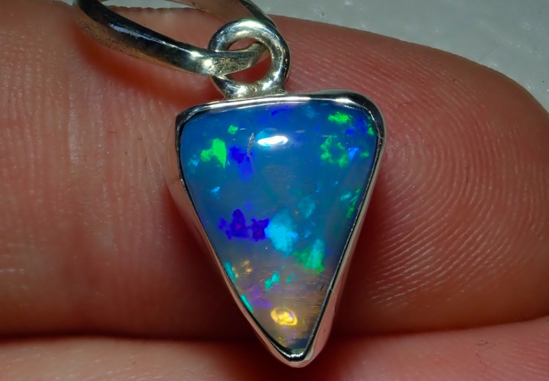 9.5ct Natural Ethiopian Welo Opal .925 Sterling Silver