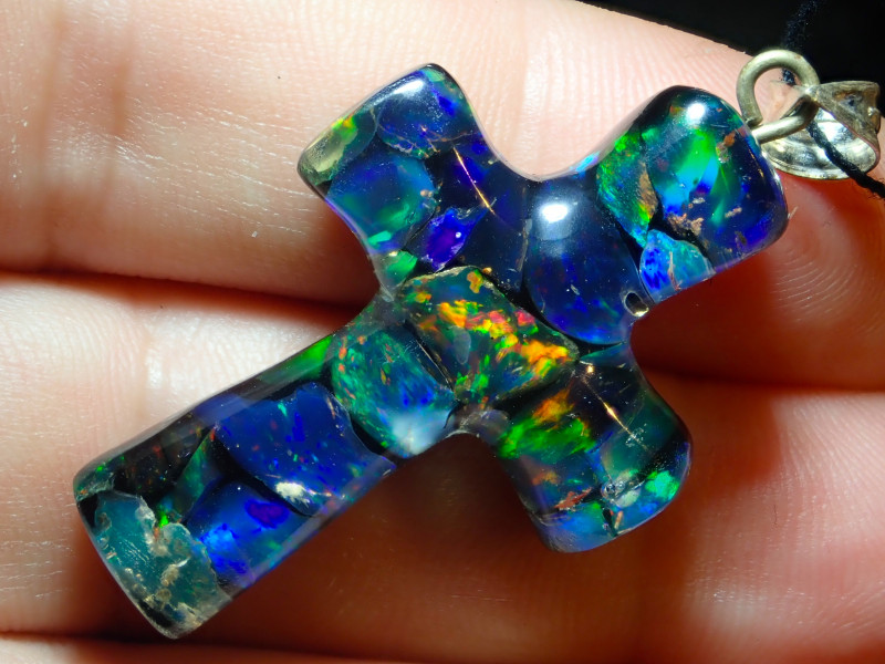 $1 NR Auction  19.8ct Cross Mexican Multicoloured Fire Opal