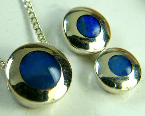 INLAY OPAL  PENDANT & MATCHING EARRING SET      SCA 805