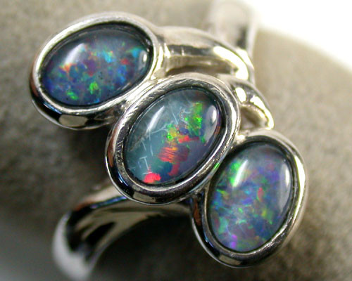MODERN STYLE CLUSTER TRIPLET RING SIZE 7.5    SCA 966