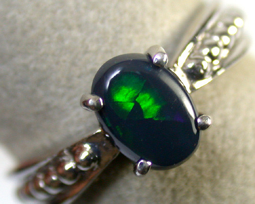 DEEP GREEN FLASH BLACKOPAL 18K WHITE GOLD RING SIZE6 SCA1269