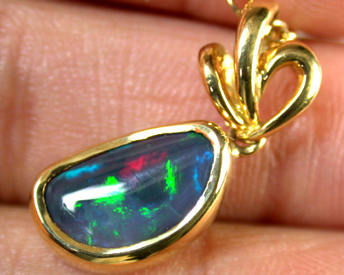 RED & GREEN FLASH BLACK OPAL 18K GOLD PENDANT 1.4CT SCA1359