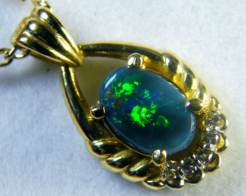RED & GREEN FIRE BLACK OPAL 18K GOLD PENDANT 1 CT SCA1382