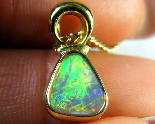 SUNSET FLASH CRYSTAL OPAL 18K GOLD PENDANT 1 CT SCA1391