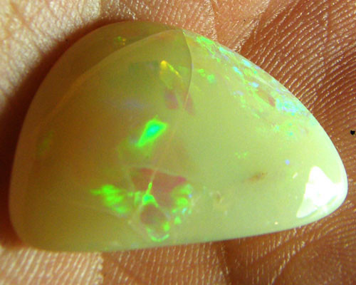 COOBER PEDY CRYSTAL  OPAL SHELL POLISHED 8CTS    MY43