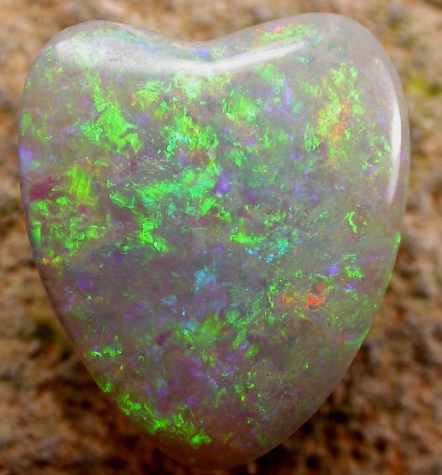7.57 CTS PETES SOLID STONE DEAL-GREEN ORANGE HEART   [SP1166 ]