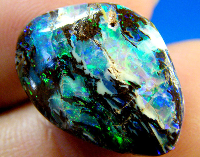 NR  KOROIT OPAL STRONG PATTERN GREEN VEINS 10.   CTS  OM1175