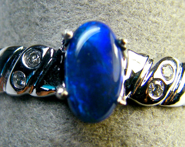 BLACK OPAL RING 14 K WHITE GOLD RING SIZE 7.5     SCA1883