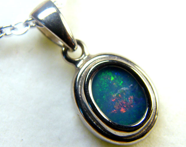 RED FLASH DOUBLET OPAL PENDANT 18K WHITE GOLD 1 CT SCA1893