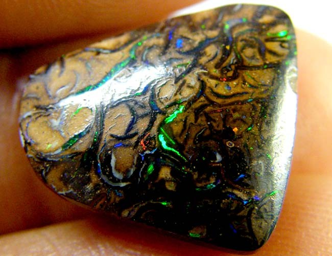 MULTI COLOUR VEINS FLASH KOROIT TOP END OPAL 8.90 CTS R 2071