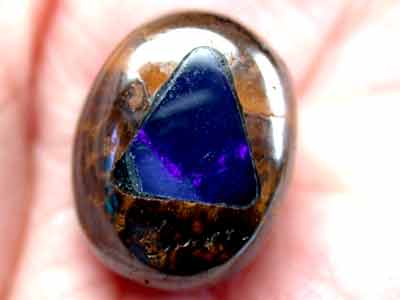 NEW CRYSTAL OPAL INLAID INTO IRONSTONE 14 CTS GR669