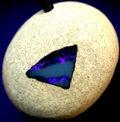 ''NEW LINE' OPAL IN SHIN CRACKER.[ JP96 ] 46.00  CTS FROM SE