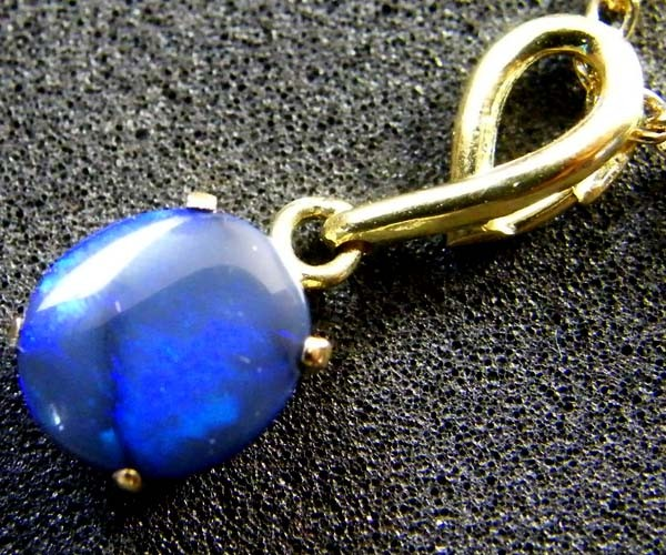 BLACK OPAL,BLUE FIRE , 18K GOLD PENDANT 1.30 CTS  SCA 2098