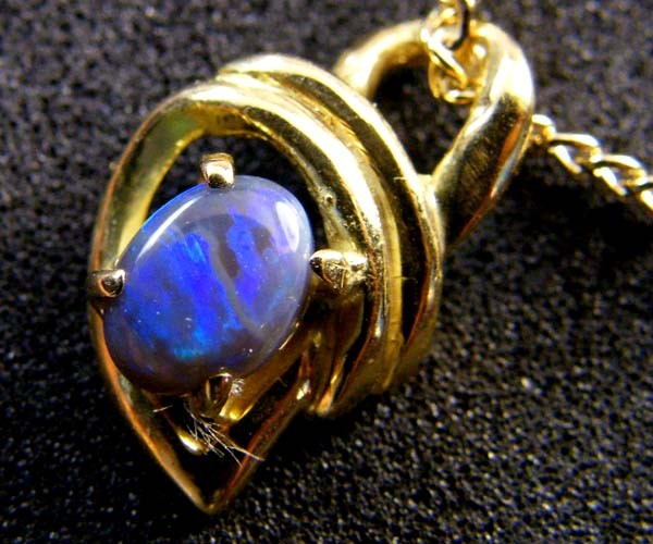 BLACK OPAL 18K GOLD PENDANT 0.30 CTS SCA 2101