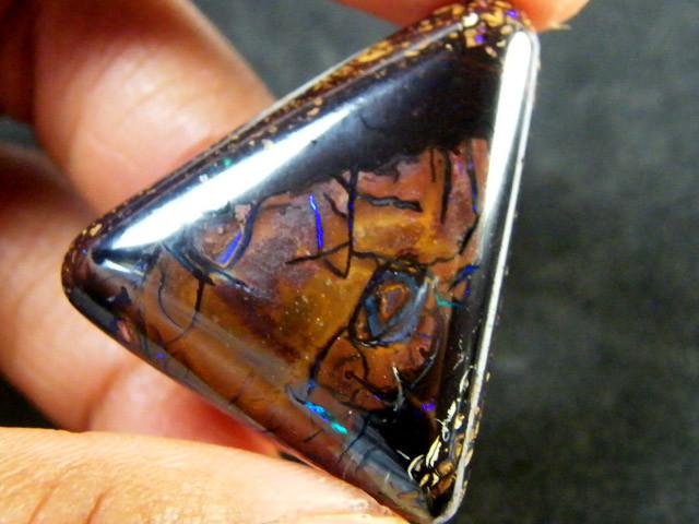 PATTERNED KOROIT OPAL 61.50 CTS OM2109