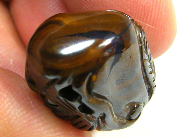 EXQUISITE HAND CARVED BOULDER OPAL BEAD 33.80 CTS  OM 2186