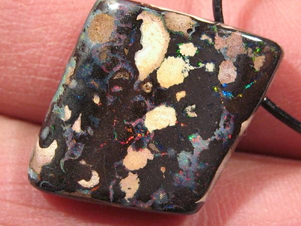 YowahOpals*Cts Boulder Opal == Pendant.