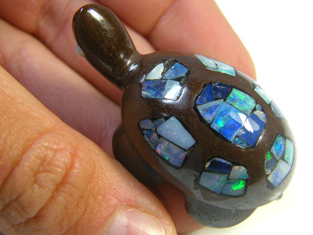 LUCKY INLAID OPAL TURTLE CARVING   121   CARATS  JO568