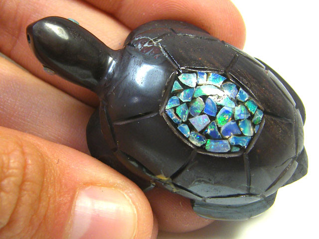 LUCKY INLAID OPAL TURTLE CARVING   149  CARATS  JO570