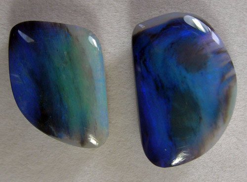UNUSUAL NATURAL SOLID FIREY GREEN BLUE BLACK OPAL  11.71 ct