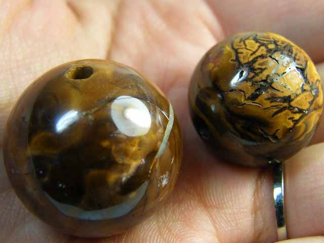 TWO IRONSTONE BEADS 173     CTS  OMM 373