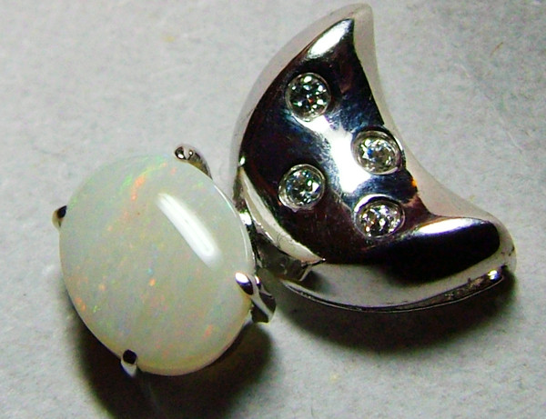 SOLID  OPAL AND CZ PENDANT/SILVER  8 CTS AS-1133